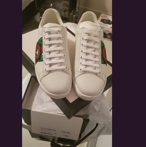 Gucci ace  lips embellished  leather  sneakers